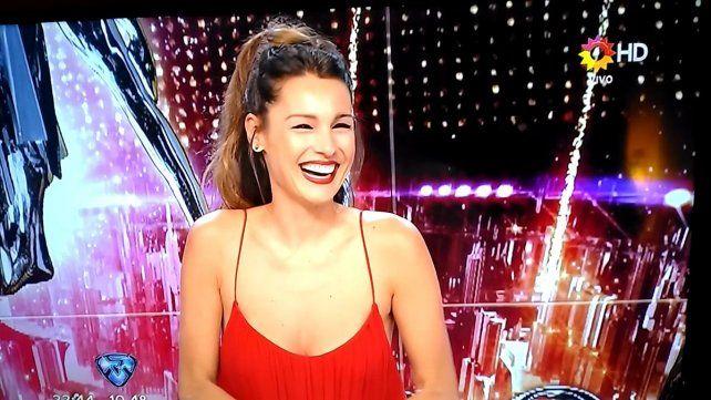 Pampita derritió la pantalla de ShowMatch con un vestido infartante
