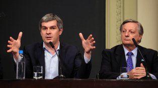 Recalculando. Peña y Aranguren anunciaron el lunes los nuevos topes sobre el aumento tarifario.