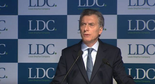 El presidente Mauricio Macri durante su discurso en la planta bahiense de Dreyfus..