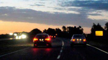 Asaltan a un pareja de policías que viajaban en su auto junto a su pequeño hijo.