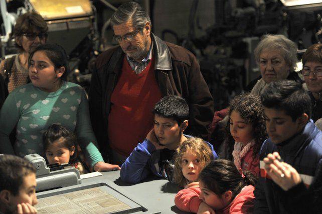 Los más chicos disfrutaron junto a sus abuelos del fascinante recorrido por el Museo Diario La Capital