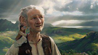 Una amistad diferente. La película narra la particular relación entre una niña y un gigante de buen corazón.