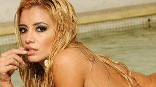 Claudia Ciardone reapareció casi desnuda en una tremenda producción de fotos