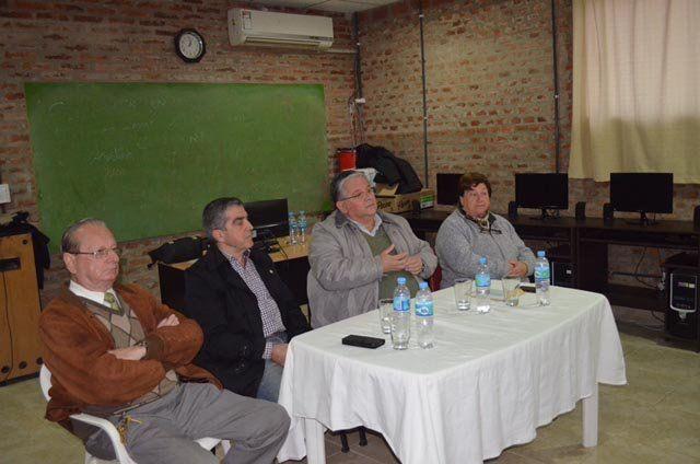 El jefe comunal y el senador Trafferri presidieron la entrega de subsidios.