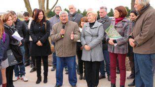 Clerici en el acto junto vecinalistas y familiares del deportista Nicolás Brussino.
