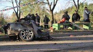La parte trasera del Chevrolet Vectra que había sido robado en Callao al 5000 quedó a unos 20 metros del frente del vehículo
