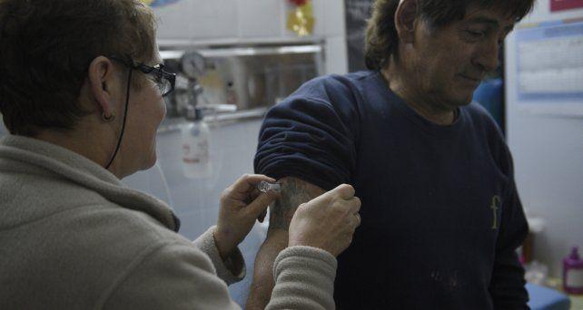 La provincia busca la inoculación de un mayor número de personas y pide precaución para evitar contagios.