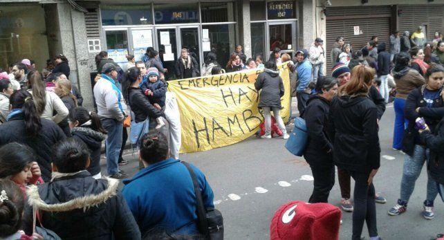 La CCC y otras organizaciones sociales reclaman en San Lorenzo al 1000.