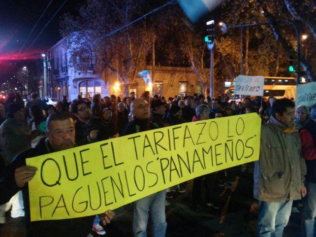La esquina de Mendoza y Avellaneda también fue centro de las protestas.