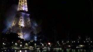 Un incendio en los alrededores de la torre Eiffel generó preocupación
