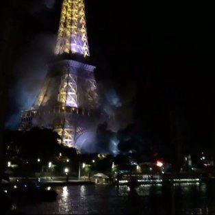un incendio en los alrededores de la torre eiffel genero preocupacion