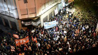 El ruidazo se hizo sentir en Rosario, con una marcha en pleno centro contra los tarifazos