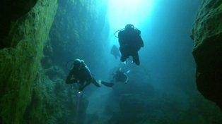 Abismo. La Cueva de los Peces de 70 metros de profundidad.