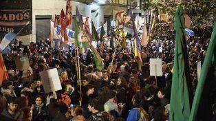 Las postales rosarinas de la manifestación contra el tarifazo impuesto por el gobierno nacional