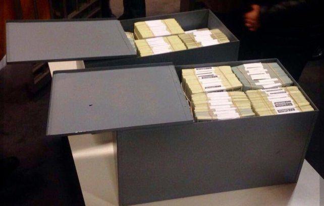 Hallaron más de 4 millones y medio de dólares en las cajas de seguridad de Florencia Kirchner