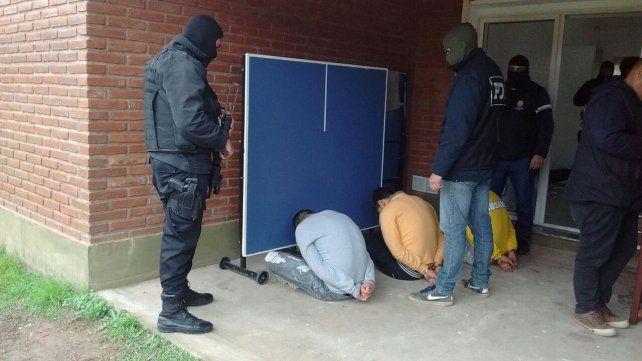 fin de carrera. Tres de los detenidos el fin de semana en los allanamientos realizados en Rosario.
