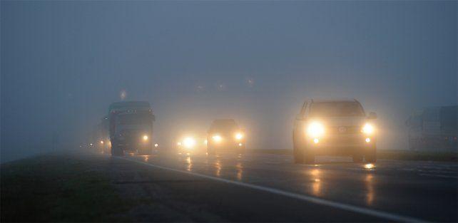 La niebla le jugó una mala pasada a los conductores y fue uno de los factores que influyó en el choque.