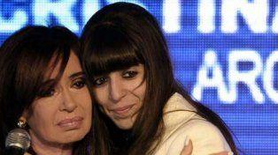 Florencia Kirchner en una foto de archivo junto a su madre