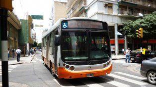 El ómnibus de la línea 121 fue abordado en la zona de Riobamba y Matienzo.