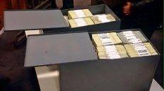 embargaron los 5,6 millones de dolares hallados en cajas y cuentas bancarias de florencia kirchner