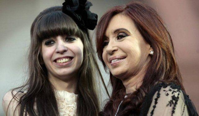 Embargaron los 5,6 millones de dólares hallados en cajas y cuentas bancarias de Florencia Kirchner