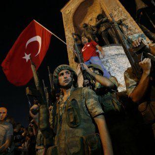 Movilización. La ciudadanía respondió al llamado de defender la nación.