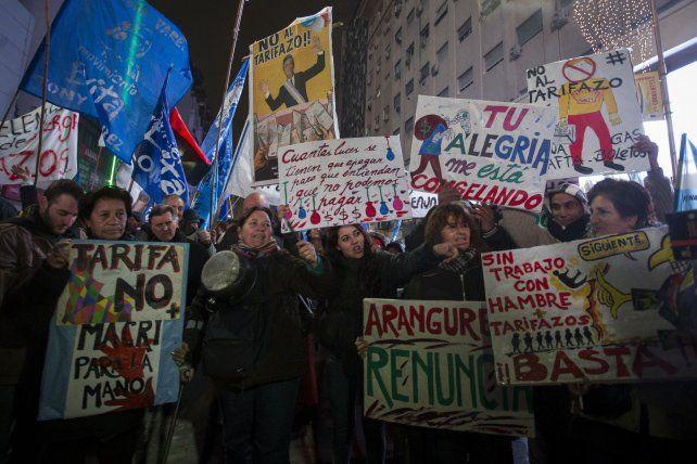 Indignación. Miles de personas ganaron la calle en todo el país contra la suba.