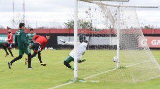 Nacho Scocco se lució y anotó un doblete en el primer amistoso. (Foto:@CANOBoficial)