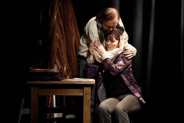 Amor esquivo. Victoria Hassan encuentra un sostén actoral en Rubén Deninno.