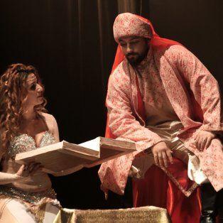 Oriente. La obra incluye folclore de Líbano, Dubai, Egipto e Irak.