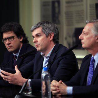 El jefe de Gabinete, Marcos Peña (centro), junto al ministro de Justicia Germán Garavano (izquierda) y el de Energía, Juan José Aranguren.