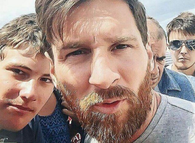 Messi fue interceptado por unos chicos que enloquecieron con su presencia