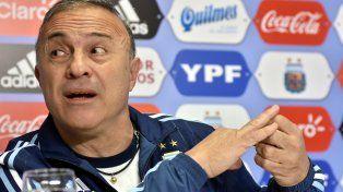 El Vasco Olarticoechea aseguró que el Loco Bielsa debería ser el entrenador de la selección