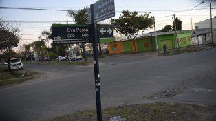 esquina fatal. La golpiza ocurrió ayer a las 7.30 en Eva Perón y Santa Fe.