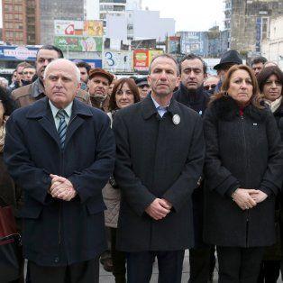 El gobernador Miguel Lifschitz y la intendenta Mónica Fein participaron hoy del acto por el atentado en la Amia.