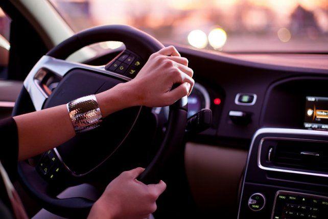 La guerra de los sexos por quién es mejor al volante ya tiene un ganador