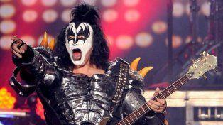 El bajista de Kiss sufrió un accidente en pleno show