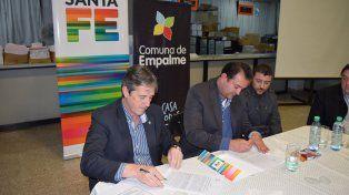 Rúbrica. El ministro Garibay y el jefe comuna Ballejos acordaron las obras.