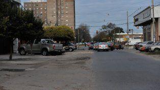 Lamadrid al 2200. La víctima fue atacada por los dos ocupantes de una moto que se detuvieron frente a su casa.
