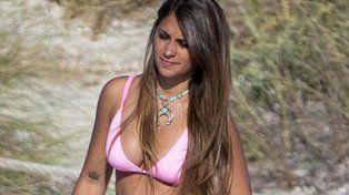 Antonella Roccuzzo se lleva todas las miradas con sus curvas en las playas de Ibiza