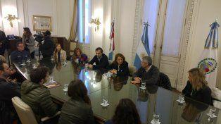 La intendenta recibió a los deportistas en el Palacio de los Leones.