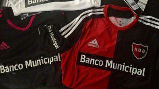 Newells tiene un nuevo sponsor en la camiseta: el Banco Municipal de Rosario.