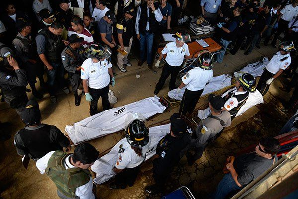 Violentos. En Granja Penal de Pavón se depositaron ayer los restos de las primeras víctimas identificadas.