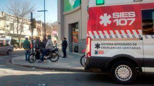 Asistido. El ataque ocurrió en Marcos Paz y Lavalle y la víctima llegó hasta el Banco de Santa Fe a pedir ayuda.