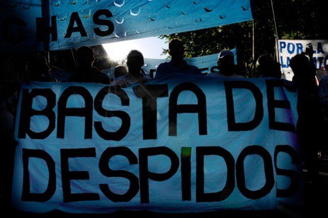 La medida también llega a otras provincias. En Catamarca trabajan sólo hasta los jueves por siete semanas; en Tucumán hubo retiros voluntarios y se bajaron 70 contratos.