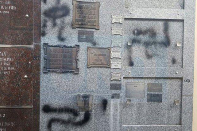 Pintaron esvásticas en la lápida de la tumba del histórico dirigente radical.