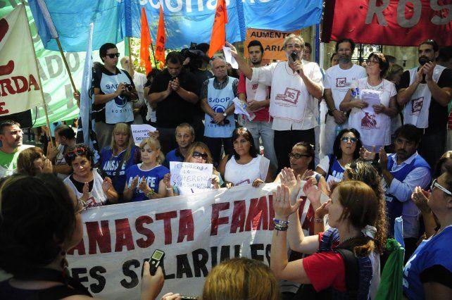 El gremio docente ya se movilizó en reclamo de la reapertura de la negociación salarial con la provincia.