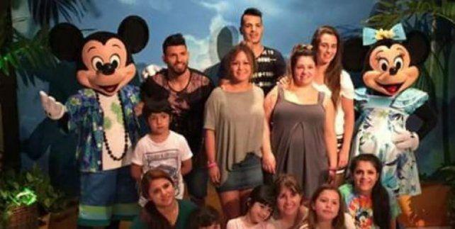 Son 18 los familiares del Kun que viajaron pro Estados Unidos.
