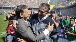 Miguel Russo y Edgardo Bauza cuando dirigían a Central y San Lorenzo respectivamente. Hoy son los candidatos para hacerse cargo de la selección argentina.