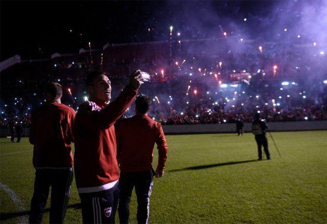 Los jugadores de Newells participaron del Banderazo en el Coloso.